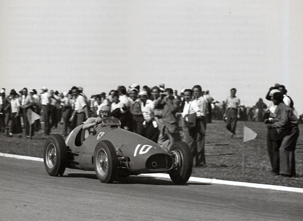 Alberto Ascari races in front of enthusiastic fans. Photo: unknown