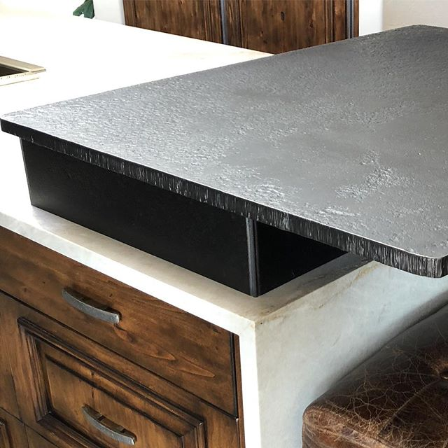 Check out this beautiful forged iron raised bar installed at a client's home in Paradise Valley.  The different natural elements of stone, wood and different metals came together nicely on this one 🙏🏼. #interiordesign #scottsdale #phoenix #paradisevalley #forgediron #countertops #quartzite #pewter #alder #loveit