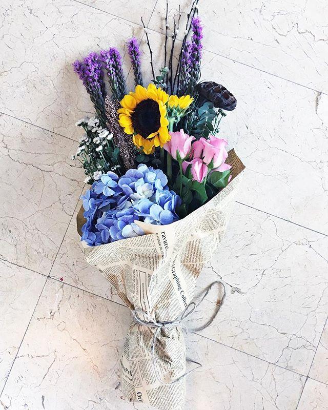 çiçek buketlerinin mutlulukla bir alakası olmalı..💛 #flowers #simplepleasures