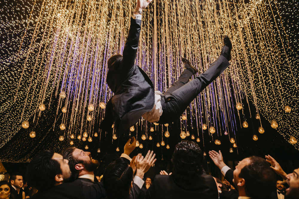 TWO - - Cobertura de 16 hrs ( Dos fotografos + Iluminador)Entrega:-500 fotografías seleccionadas como mínimo del reportaje de tu boda- Link en plataforma digital con galería y libre descarga-