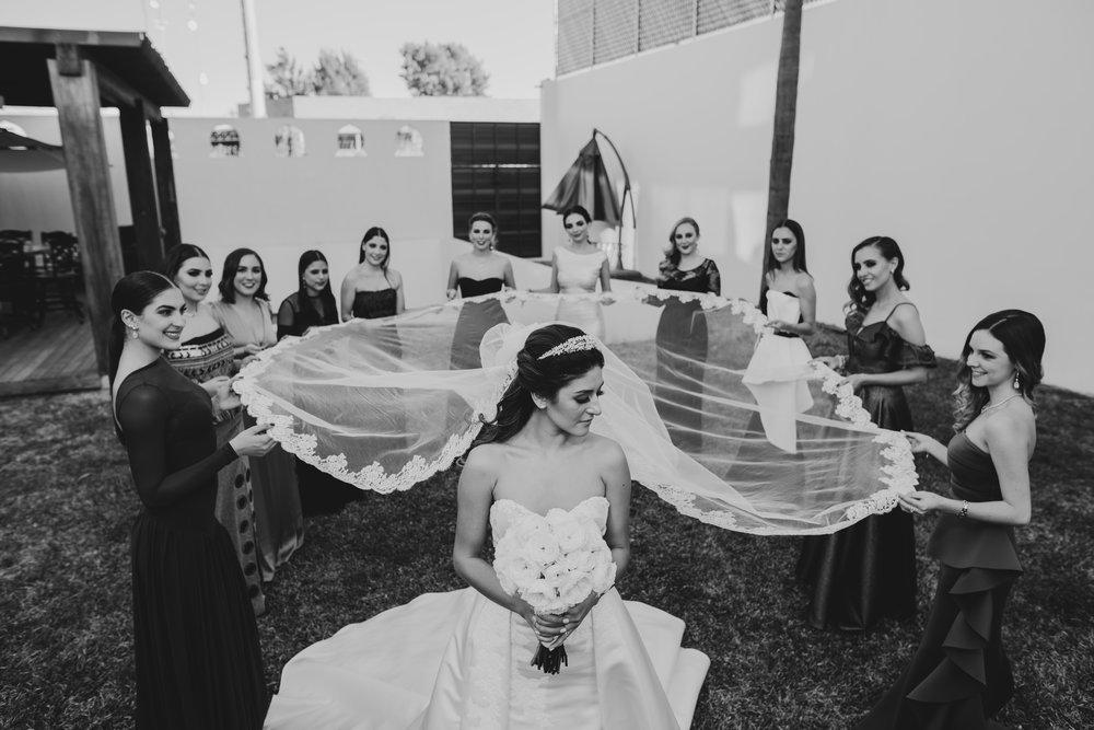 PAQUETE DESTINO - - COBERTURA FULL ( Un fotografo + Iluminador)Entrega:-500 fotografías seleccionadas como mínimo del reportaje de tu boda- Link en plataforma digital con galería y libre descarga-