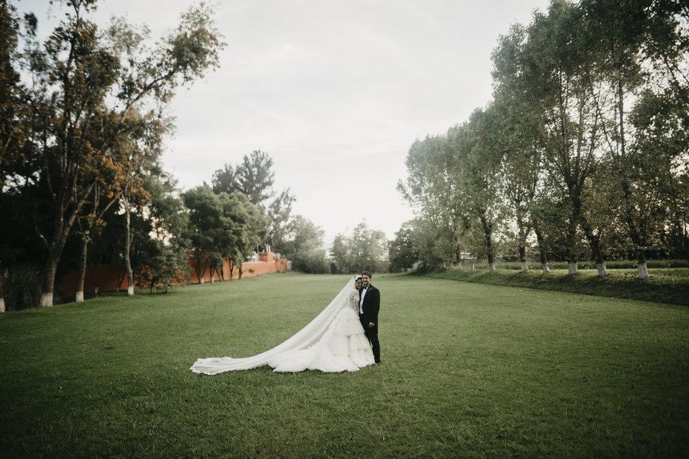 PAQUETE DESTINO - - COBERTURA FULL ( Un fotografo + Iluminador)Entrega:-600 fotografías seleccionadas como mínimo del reportaje de tu boda- Link en plataforma digital con galería y libre descarga-