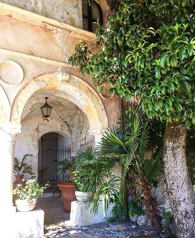 inspirations 🏛🌿#Thursday #Architecture #Green #OldArchitecture #ArchitecturePorn #NatureLover #PlantsLover #FlowersLover #Landscape #LandscapeDesign #ArchiLover #DesignLover #Outdoor #Outdoorliving #DerekCastiglioniOfficial #OutdoorSpaceDesigner #Osd #TheUrbanGardener #MyLifeIsAJungle  #FollowMyGreenAdventures