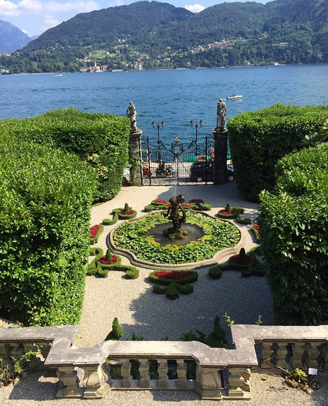 Monday Vibes ☀️🌿 #LakeComo #Monday #NewWeek #WakeUp #NatureLover #PlantsLover #FlowersLover #Landscape #LandscapeDesign #Architecture #ArchiLover #DesignLover #Outdoor #Outdoorliving #DerekCastiglioniOfficial #OutdoorSpaceDesigner #Osd #TheUrbanGardener #MyLifeIsAJungle  #FollowMyGreenAdventures