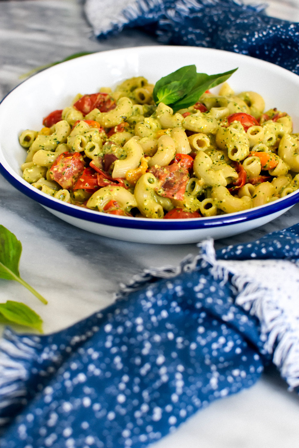 Pasta elbows with pesto and fresh tomatoes