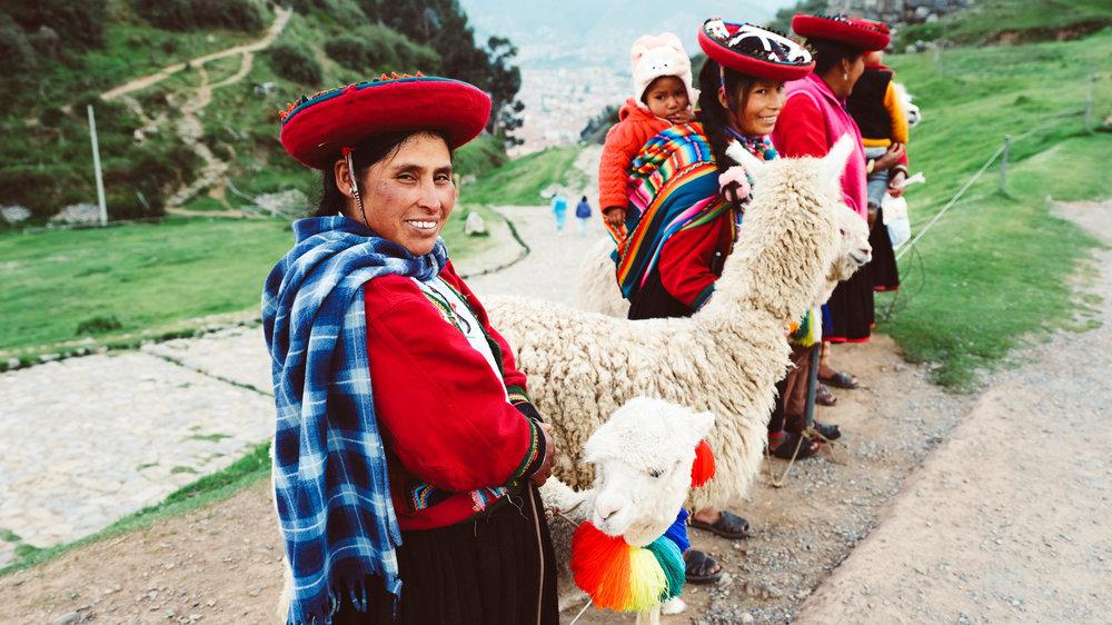 llama women in Cuzco