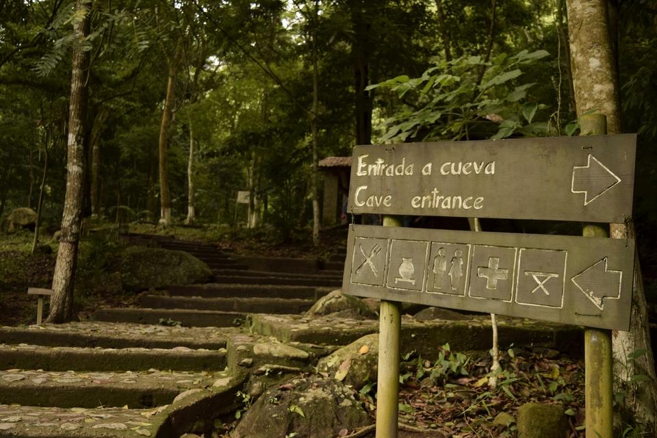 Cuevas Talgua Entrada Photo