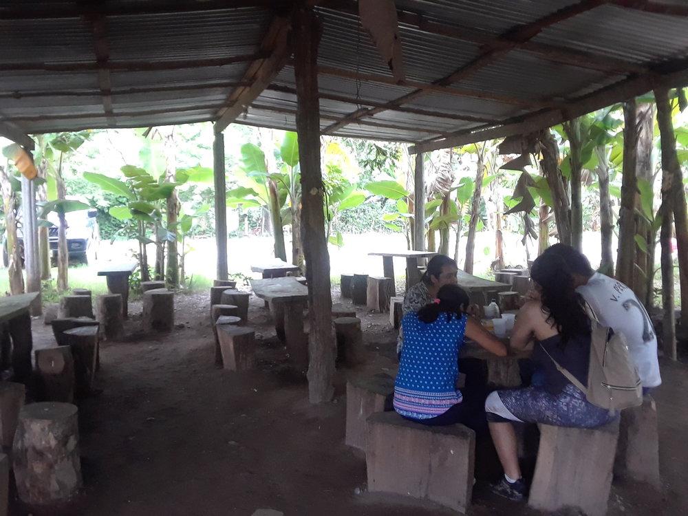 Honduras Restaurant cerca de Cuevas Talgua