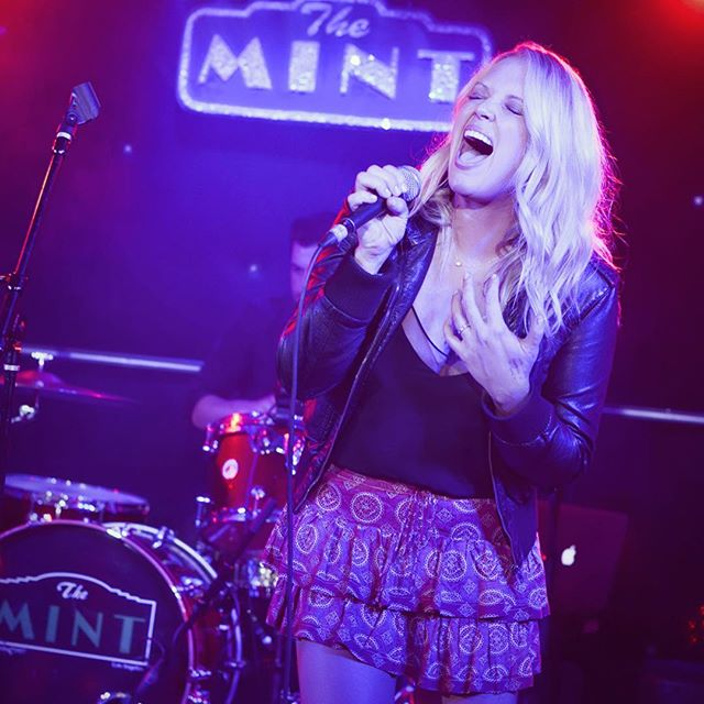 Feeling it..🎤🎼 . . . #californiacountry #themintla #singer #singersongwriter #livemusic #liveband #drummer #microphone #nashville #losangeles #toronto #countrygirl #countrymusic #westhollywood