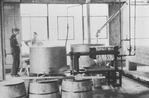 Citric acid fermentation ranks in Pfizer's Brooklyn facility, circa 1920s. (American Chemical Society, 2008)