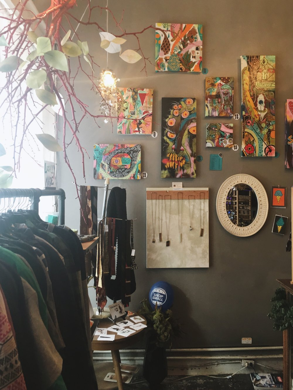 Thread   is a unique boutique of men and women's fashion including accessories, house wares and original pieces of art.