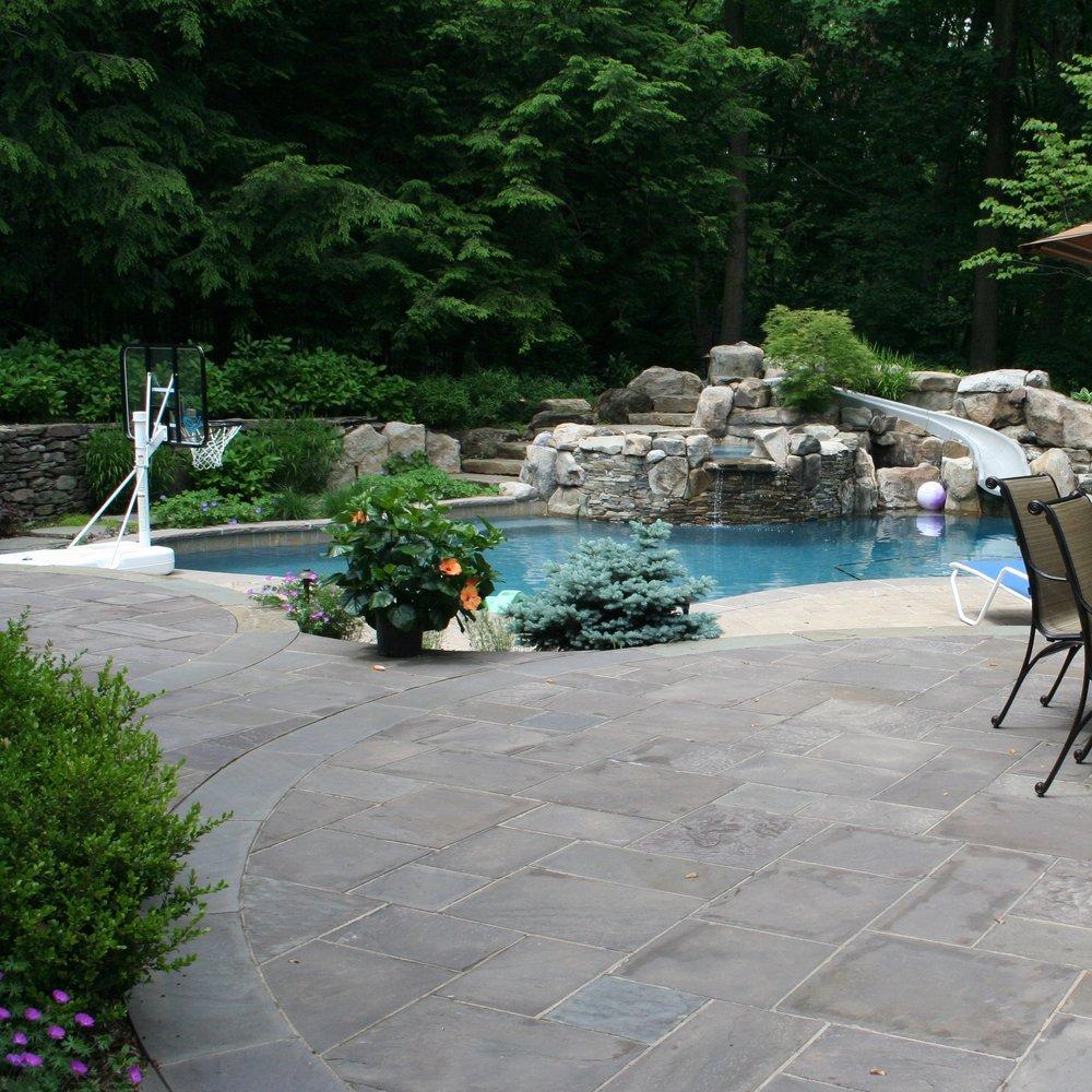 pool:patio.jpg