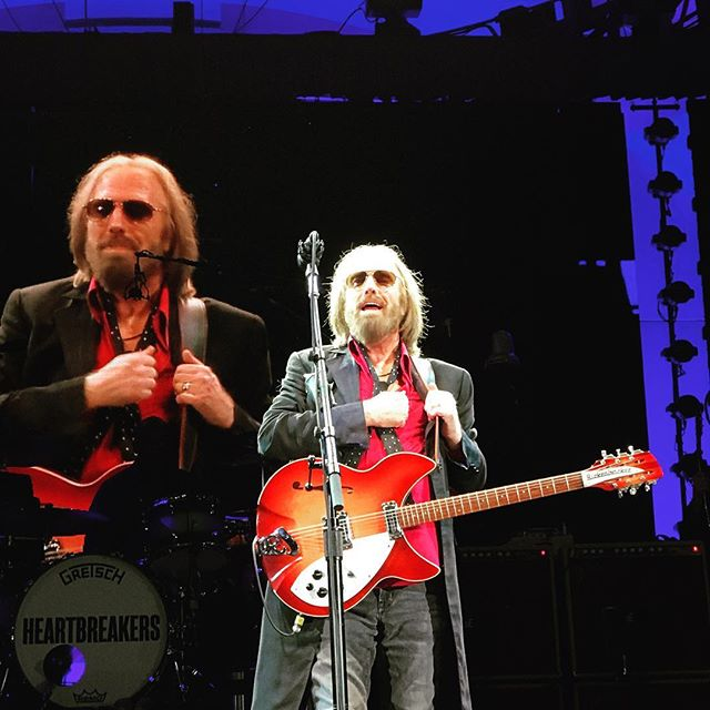 I think we made extended eye contact 🎸 • • #tompetty #epic #🎸 #ilostmyvoice