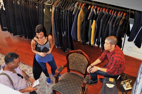 fashionwalkswn32tfSZ1vu0nrgo5_540.jpg
