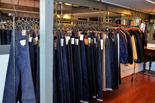 fashionwalkswn32tfSZ1vu0nrgo6_540.jpg