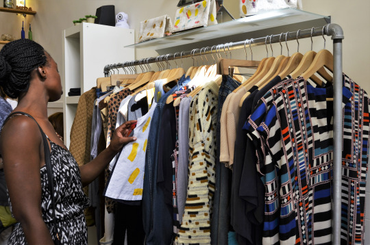 fashionwalkswakc2dHi1vu0nrgo3_540.jpg