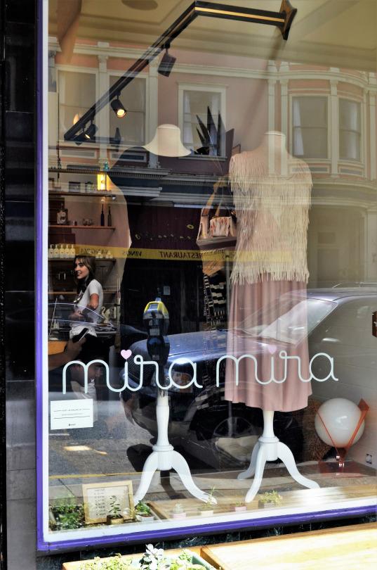 fashionwalksw94fjZKM1vu0nrgo1_540.jpg