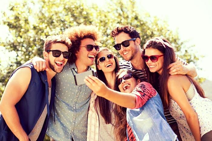 a-group-of-friends-taking-a-selfie.jpg