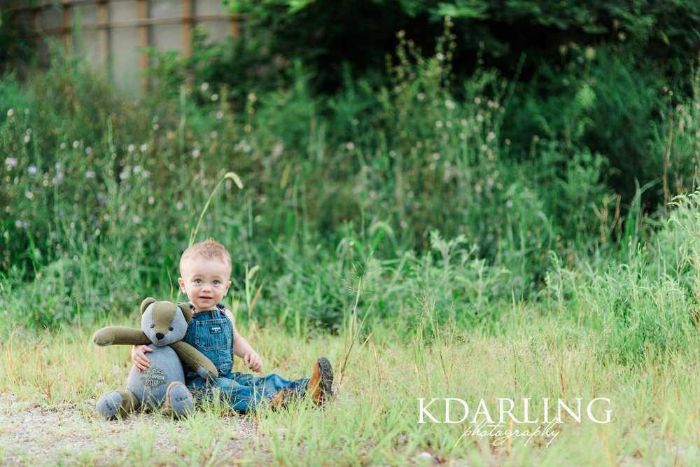 toddler-boy-18-months-family-three-hunting-red-barn-champaign-IL-family-photographer-darling_0325