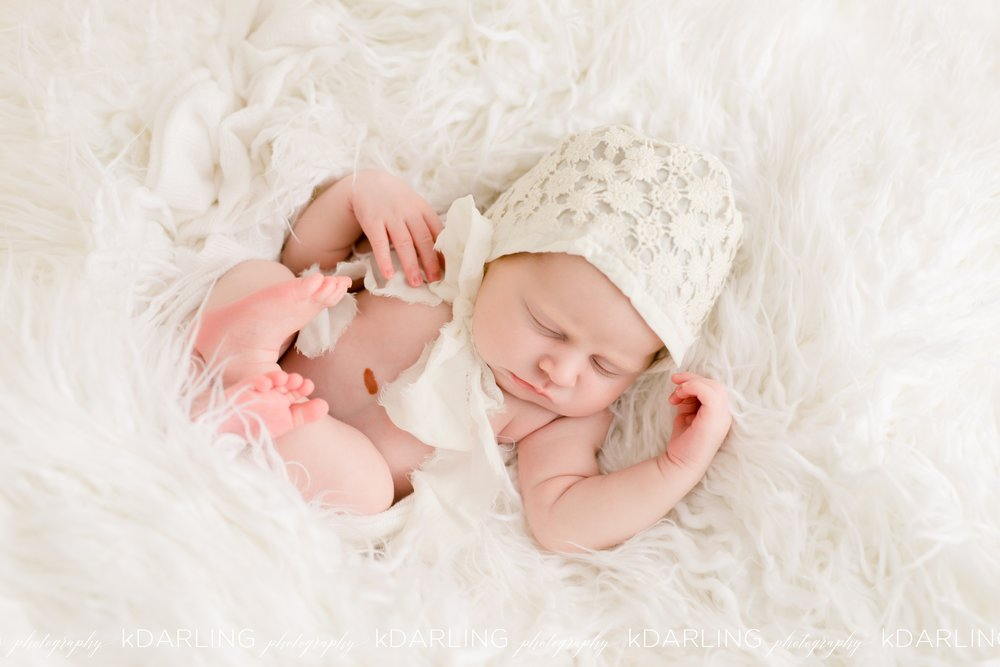 Newborn-Photography-Champaign-County-IL-Girl-pink-white-darling_1934.jpg