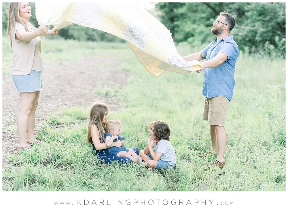 Central-IL-family-photographer-Champaign-County-Bloomington-McLean-outdoor-photo-session_0008.jpg