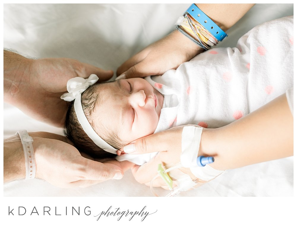 Fresh-48-hospital-newborn-photography-Carle-Urbana-Champaign-Central-IL-film_0054.jpg