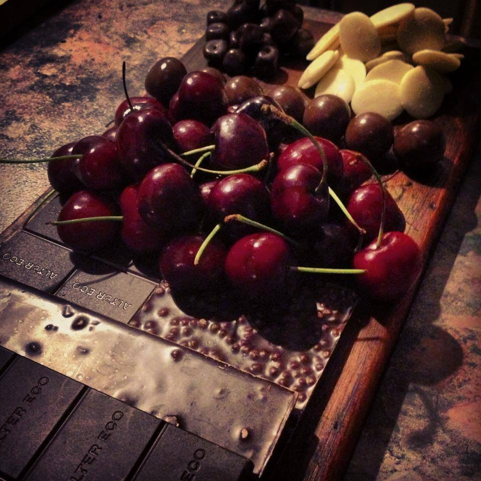 Chomp choc n berry nibble board