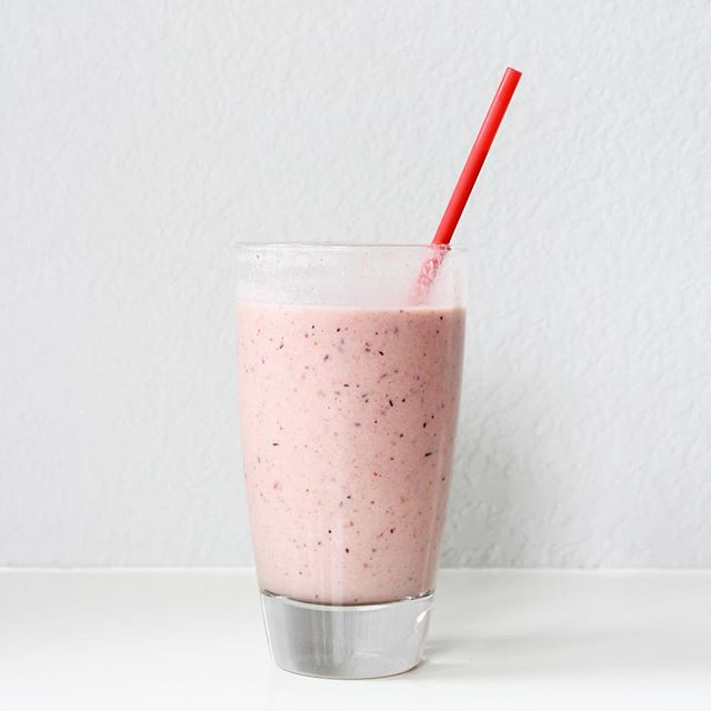 I've been making smoothies in the afternoon to pack in some extra nutrients and keep my metabolism running! This recipe is my top favorite! *8 strawberries *1 banana *spoonful of almond butter *1 cup almond milk *6 ice cubes *spoonful of flax seed *dollop of honey