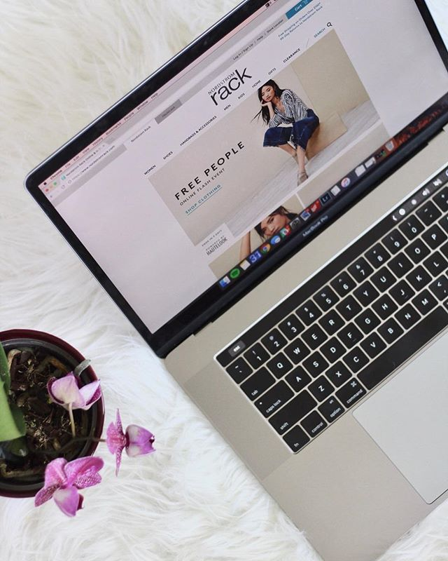 If you love online shopping go check out my newest post about how to make money using @ebatesshopping! . . . . #buzzingcreatives #darling #pursuepretty #thatsdarling #austintexas #thehappynow #thedarlingmovement #readyfortakeoff #flashesofdelight #thelifestylecollective #acolorstory #abmlifeisbeautiful #abeautifulmess #abmlife #abmlifeiscolorful #bloggerdiaries #seekthesimplicity #orchid #flatlays #flatlayfriday