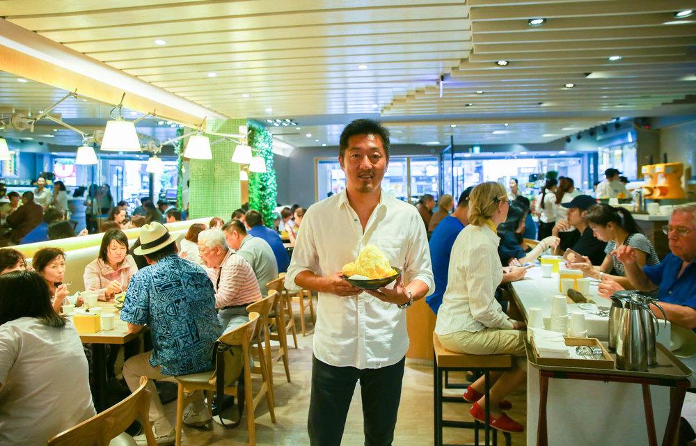 创始人罗骏桦在台北忠孝东路的Ice Monster旗艦店