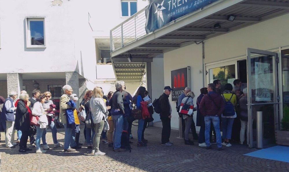 SABATO 29: Fuori dal cinema Modena per gli ultimi biglietti del film