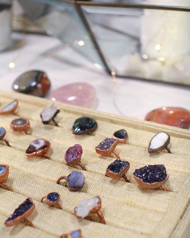 Gems and ice and everything nice ✨ . . . . . . . #importantpeople #pinololgymarket #pinology #spreadthelove #homemademarket #pinologymarket #modernvintage #amarketfullofthingsyoulovetopin #encouragecreativity #trybeforeyoubuy #seattlemakers #pinologymarketseattle #midcenturymodern #makersmarket #craftshow #pinteresting #discoverunder10k #junkinthetrunk #addsomesass #shoplocal #discoverpinology