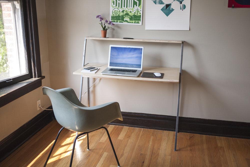 desk-front_P1120031.jpg