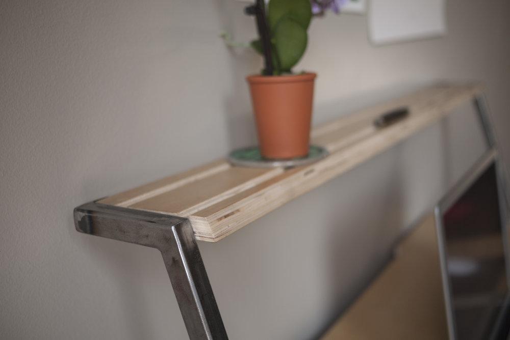 desk-topshelf_detail_P1120039.jpg