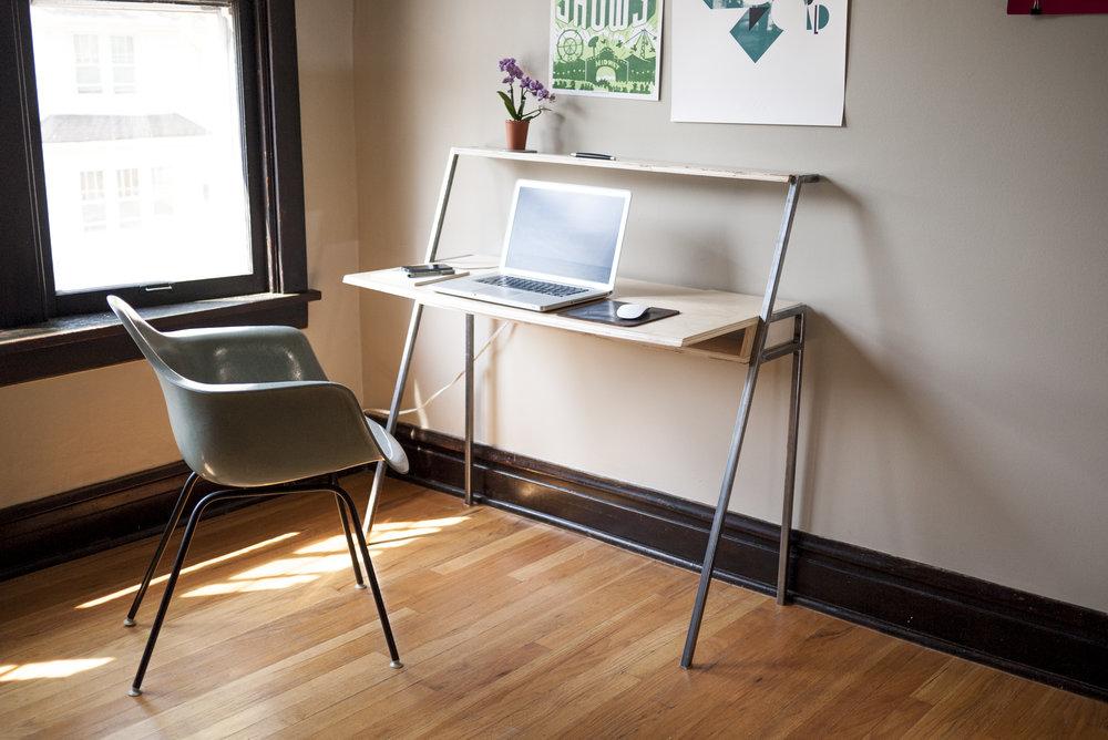 desk-side_P1120030.jpg