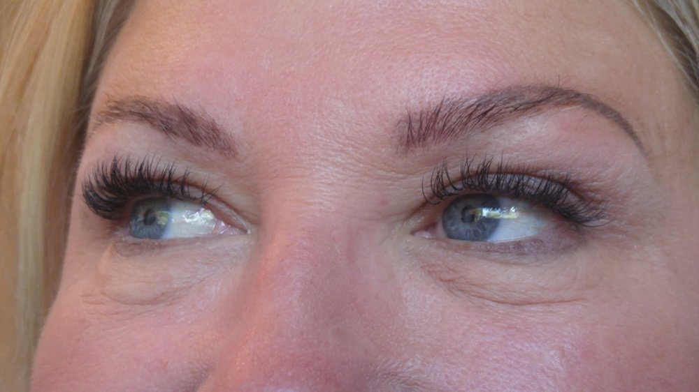 Lashes by Leslie - A little fluff of volume