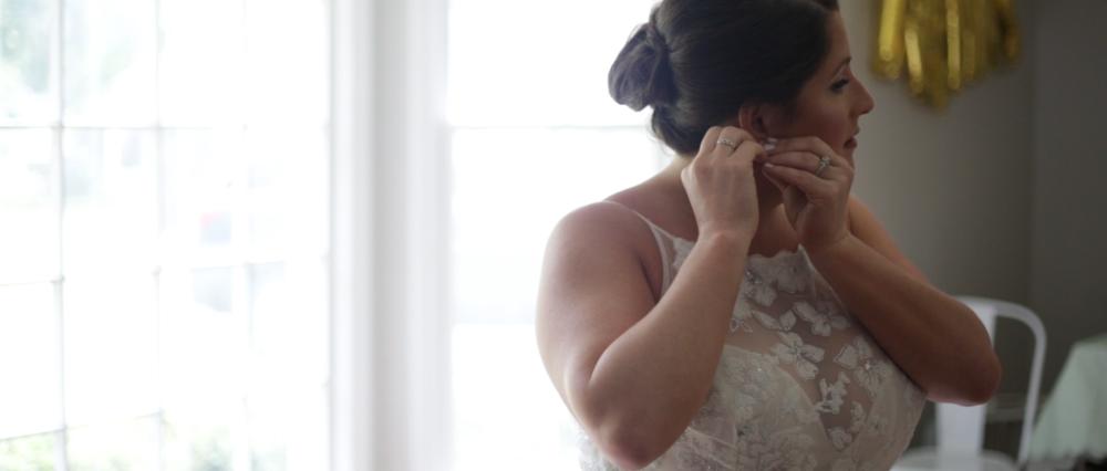 carol-kendra-scott-wedding-jewelry-memphis-wedding-videographer.png