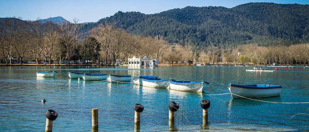 Banyoles-lake-scene-with-its-typical-leisure-boats.jpg