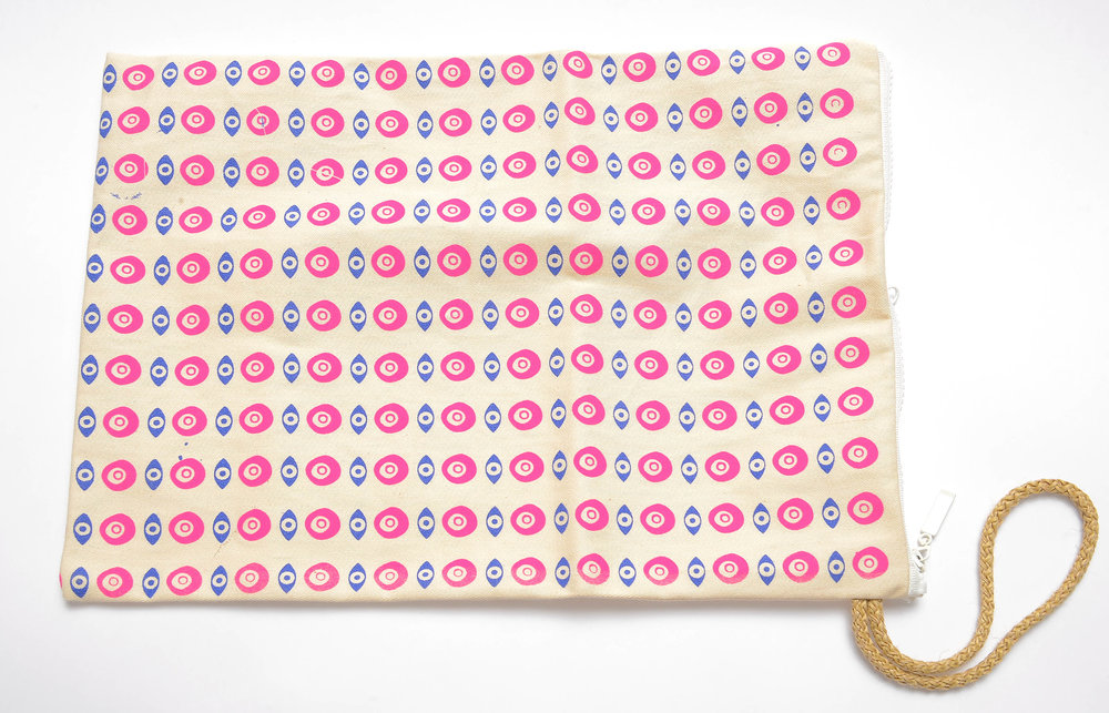 evil-eye-chain-design-fuchsia-on-white-canva-multi-clutch-waterproof-back.jpg
