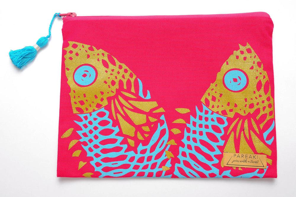 fish-golden-print-on-fuchsia-canva.jpg