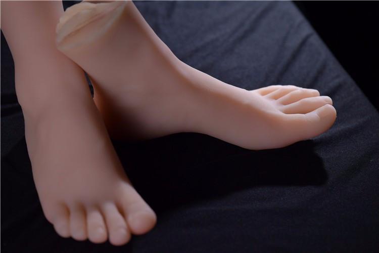 lesbian-foot-worship-silicone