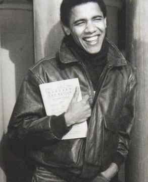 En ung och läsande Barack Obama.