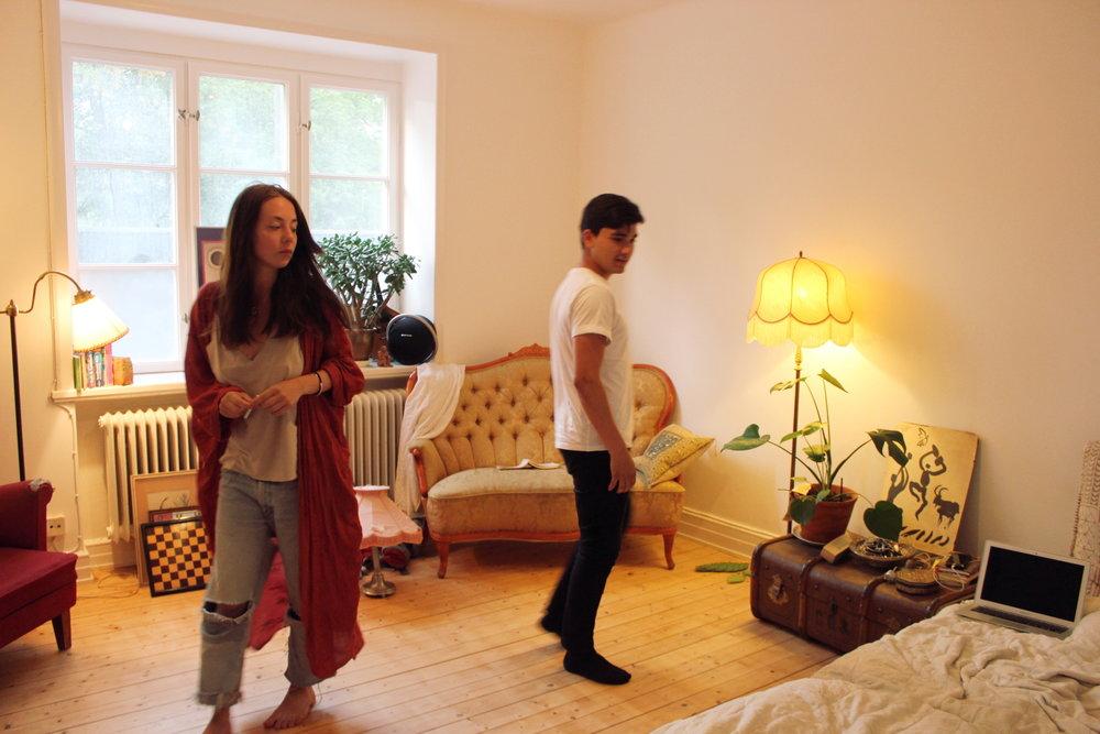 Frida och Daniel i Fridas (jättefina!!) vardagsrum.