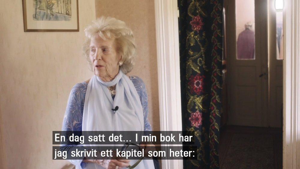 Birgit Rausing refererar till sin bok om Ellen Trotzig.  Skärmdump från SVT.
