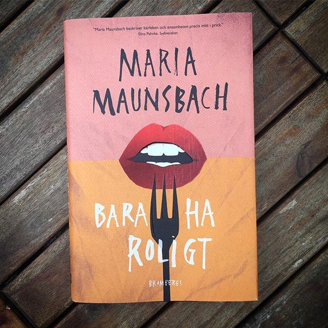 Vad ska du läsa i helgen? Kanske sträckläsa Bara ha roligt av Maria Maunsbach? In och läs recension om den på LoveStory. Länk i profil! 📕