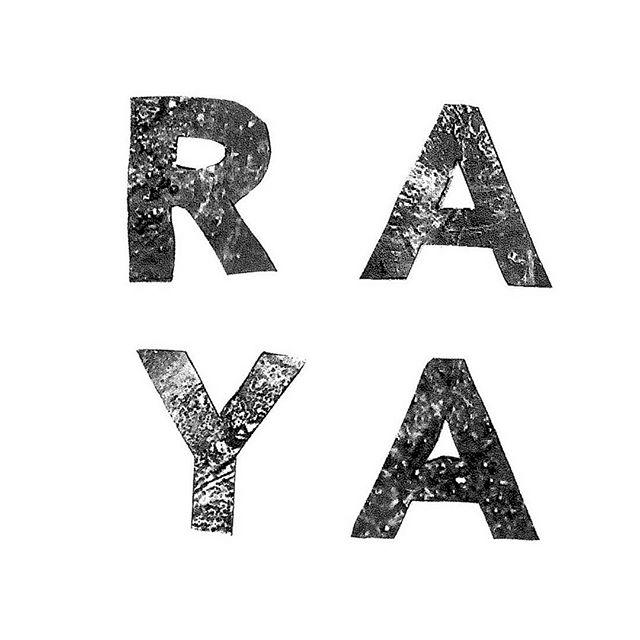 """Ebba Sigeback har recenserat arbetarromanen """"Raya"""": """"Det ryms så mycket mer i Raya än jag förväntat mig."""""""