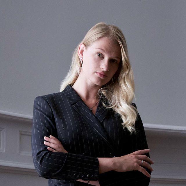 Vi har undersökt economista-trenden: vad handlar den om? Vi ställde även 5 frågor till economistan Anna Svahn (bilden). Du hittar artikeln på lovestory.nu!
