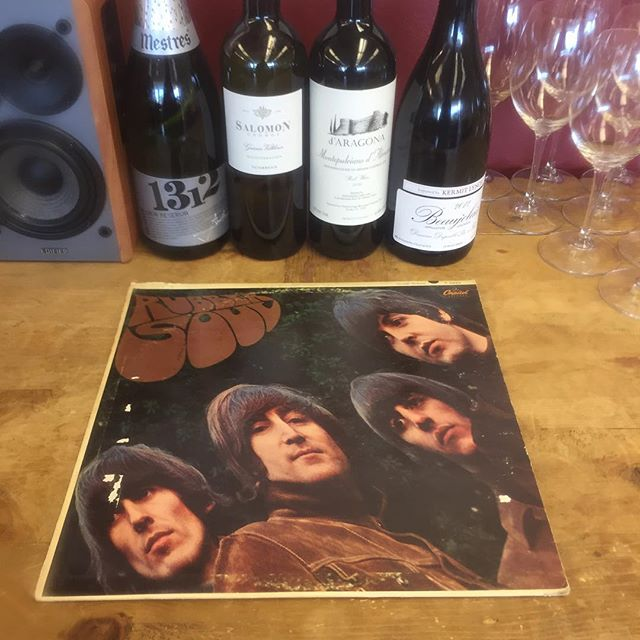 🍷 🎵 It's #vinoandvinyl ™️ @citywinedenver 🎸⛰ ⚾️celebrating Rocktober, October and listening to The Beatles! 3-7PM, FREE & YOU ARE INVITED!
