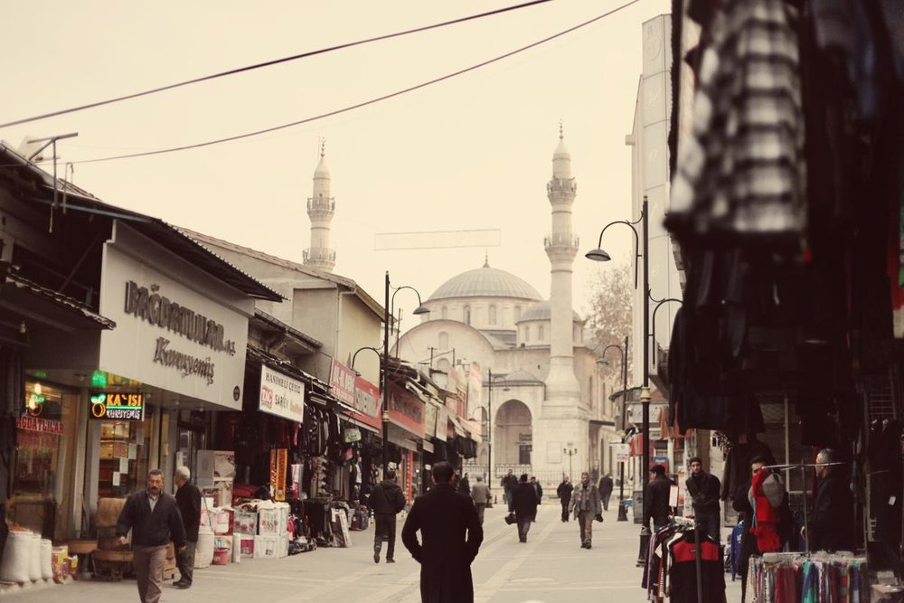 The view of Yeni Cami from the surrounding bazaar.