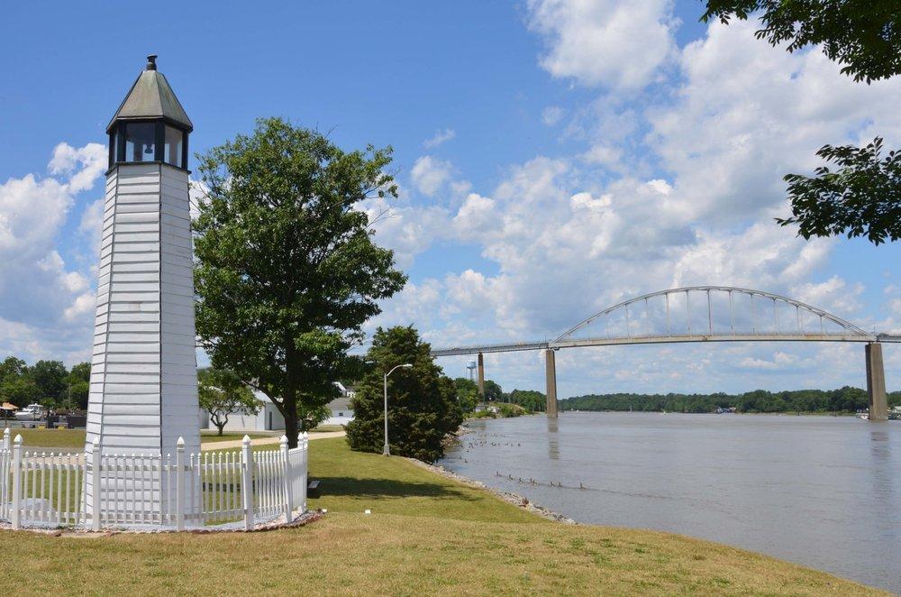 Chesapeake City Bridge and Canal lighthouse.jpg